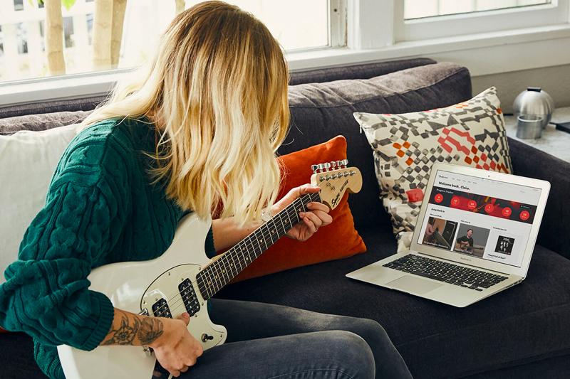 femme guitare acoustique fender play academy