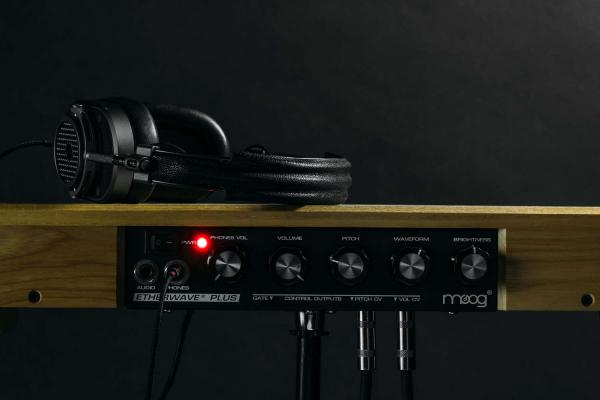 Expandeur Moog Etherwave Theremin Plus