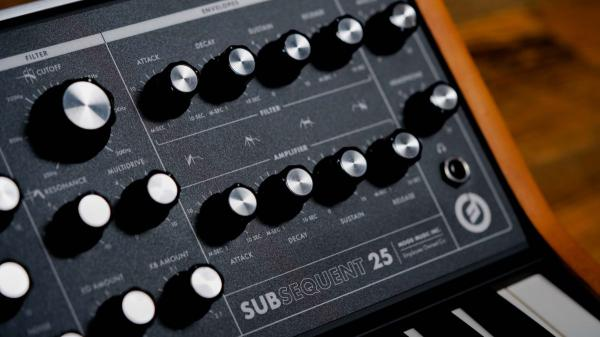 Synthétiseur Moog Subsequent 25