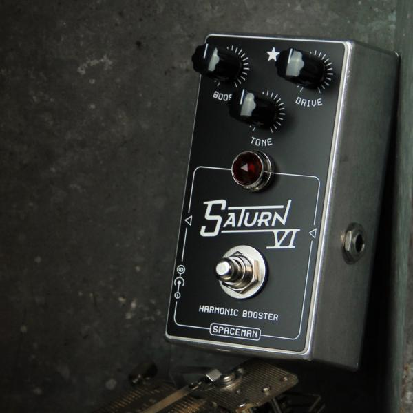 Pédale volume / boost. / expression Spaceman effects Saturn VI Harmonic Booster Standard