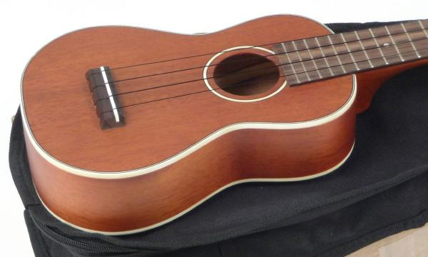 Ukulélé Stagg US80-SE Soprano With Preamp +Bag - natural satin